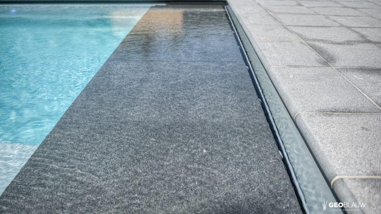 zwembad-afgeboord-met-tegel